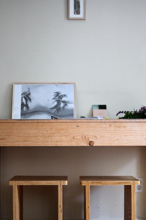 un escritorio de aire japonés / a very japanese desk