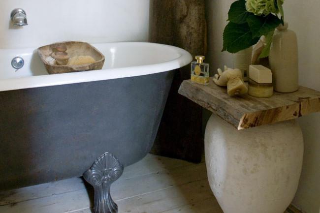 bañera pintada de gris / grey painted bathtub