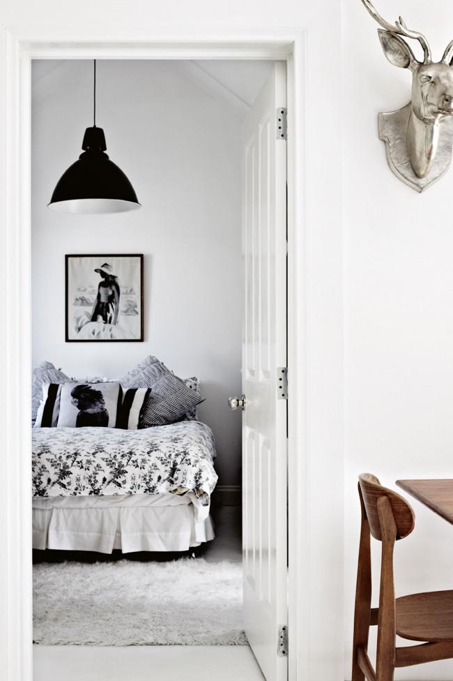 blanco y negro, lámpara de Muuto / black and white with a Muuto lamp