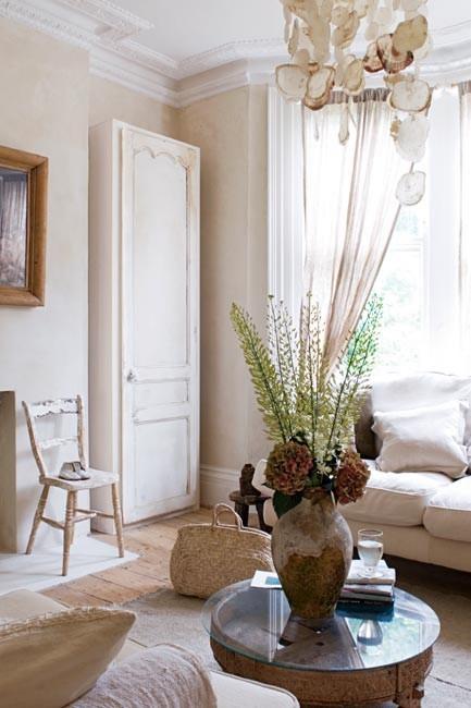 armario en el estar / a cupboard in the livingroom