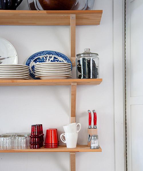 Almacenaje de la cocina en el salón / kitchen storage in the living room