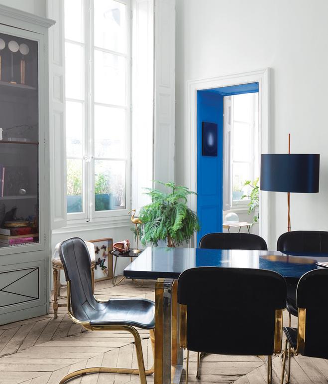 Precioso dintel pintado de azul, detalle sorprendente / A surprising and beautiful lintel painted in blue