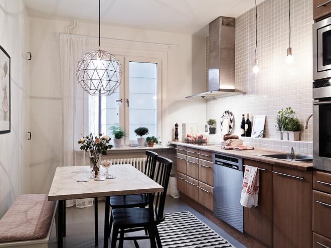 Iluminación de cocina: luces directas a la zona de trabajo y fregado; luces bajas que iluminen la zona de desayuno.