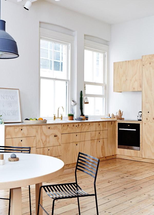 Preciosa cocina en madera contrachapada / Beautiful plywood kitchen