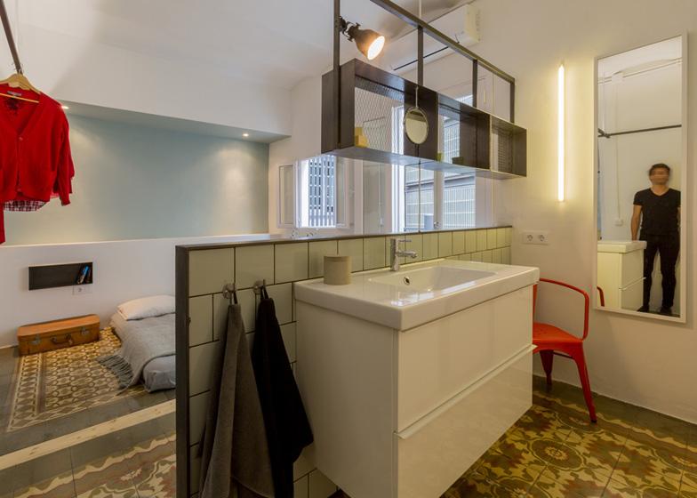 El baño está totalmente integrado en el dormitorio