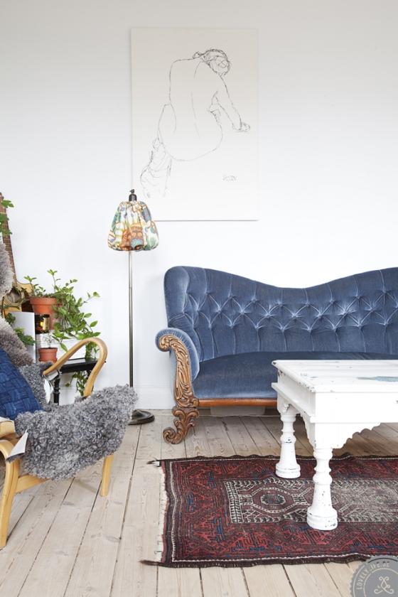 Sofá antiguo en el estar