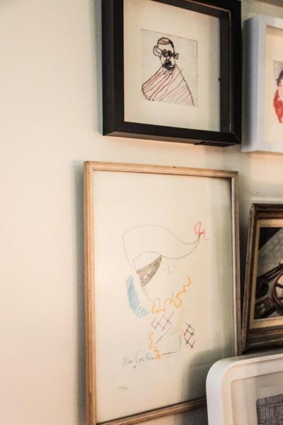 Arte en las paredes. Los marcos y tamaños diferentes dan vida y movimiento a la composición de las paredes.
