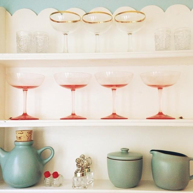 Preciosa combinación de copas y colores, rojo con turquesa me encanta!
