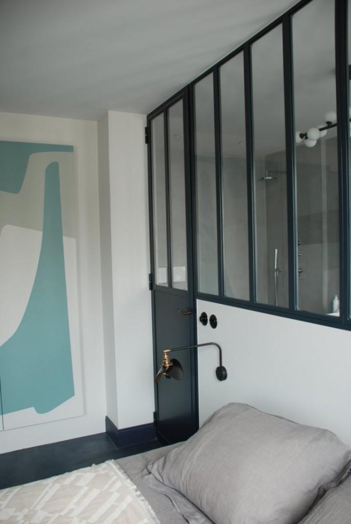 La división del dormitorio y el baño principal también se hace a través de una pared acristalada.