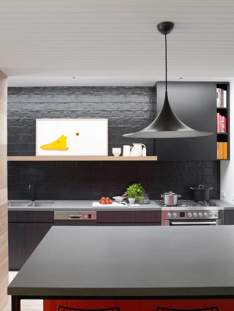 Lámpara de diseño nórdico que combina perfectamente con los elementos nuevos que  se han diseñado para esta vivienda.
