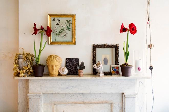 Composición del frente de la chimenea, lugar perfecto para sujetar cuadros, colocar plantas, etc...