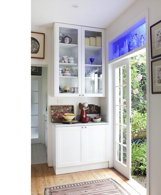 Detalle de armario aparador en cocina