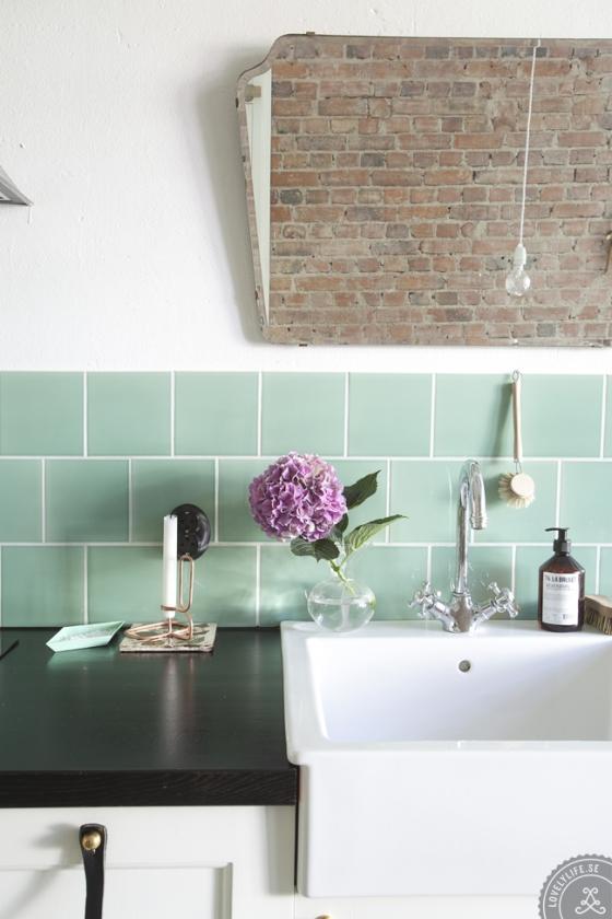 Textura de azulejo y ladrillo visto en la cocina.
