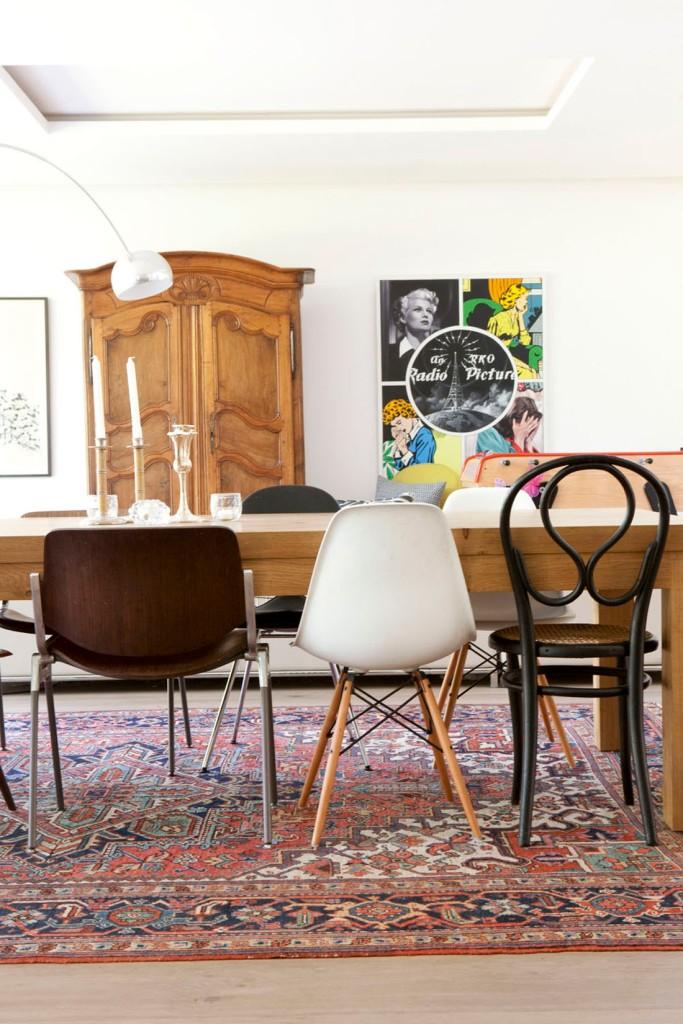 En el comedor se mezclan piezas antiguas con otras más modernas, creando un precioso ambiente.