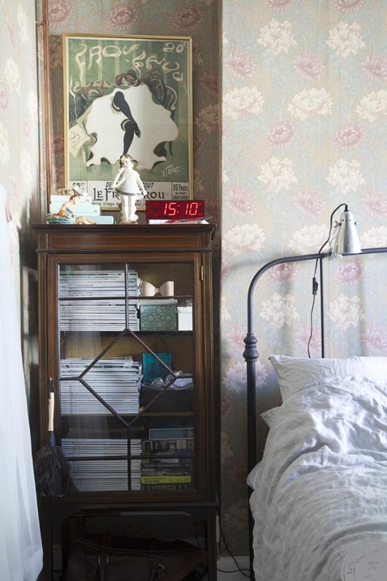 Detalle del papel pintado del dormitorio principal.