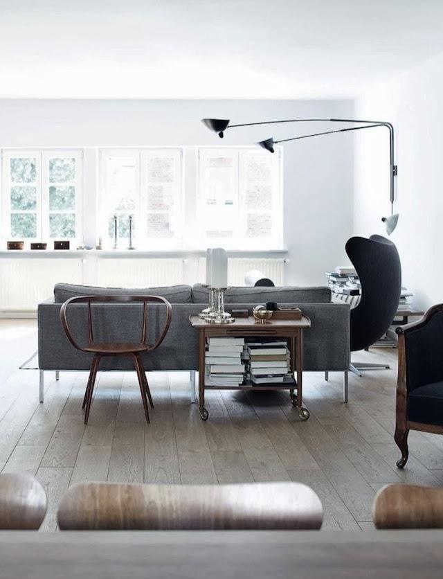 El mobiliario elegido es una combinación de elementos de diseño nórdico de los años 50, Jacobsen, Wegner, Mouille...