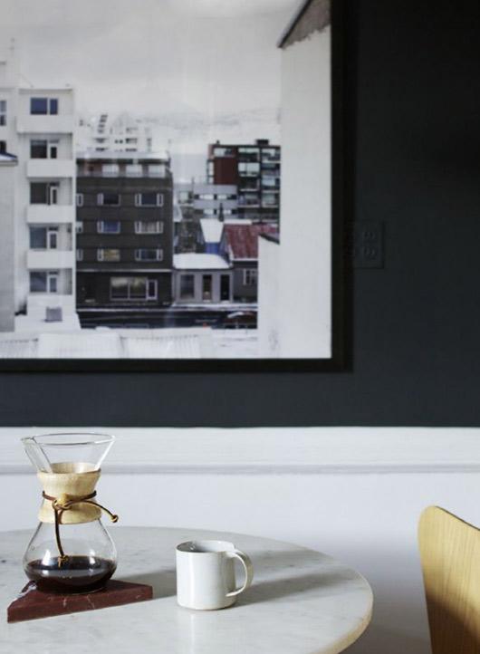 Detalle de fotografía colgada en la pared.