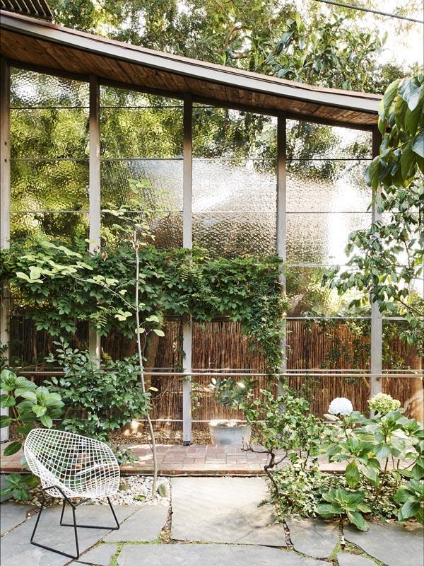 Espacios interiores-exteriores llenos de vegetación y de luz.