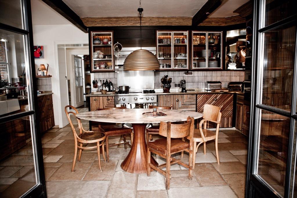El diseño de la cocina es espectacular. El mobiliario tiene un diseño muy especial y difícil de ejecutar.