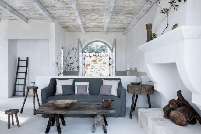 Una de las zonas de estar decorada en tonos fríos, azules, malvas, grises.