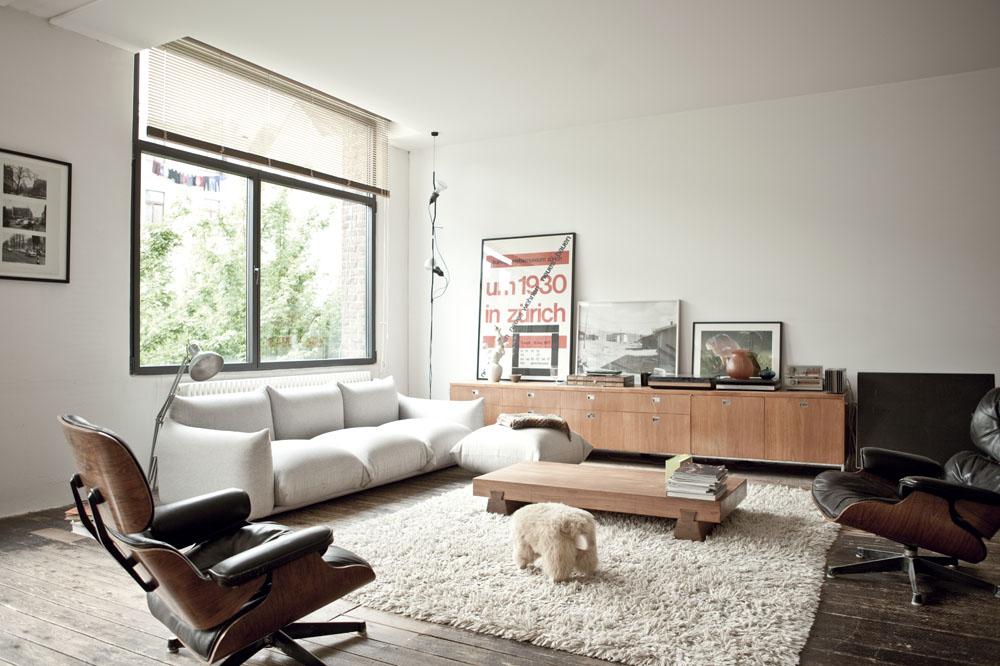 Zona de estar con mezcla de elementos de diferentes épocas, años 50, 80, ...