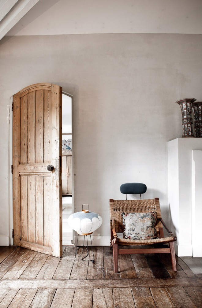Entrada a la vivienda. El suelo, las puertas, los elementos estructurales son recuperados.