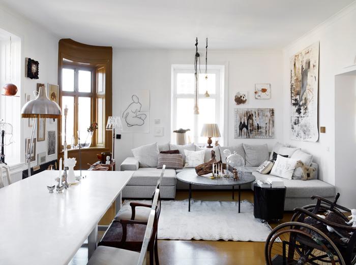 Vista del salón, abierto a la cocina, que crea un ambiente muy propicio para compartir con la familia.