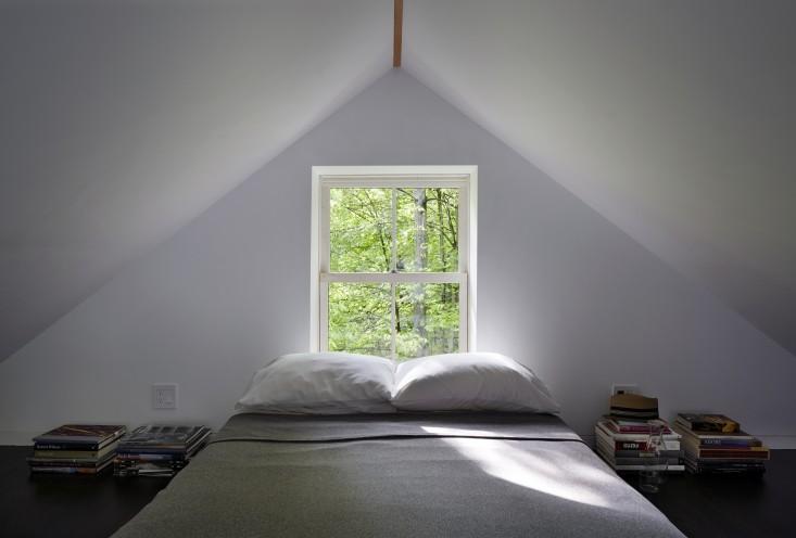Sencillo dormitorio principal.
