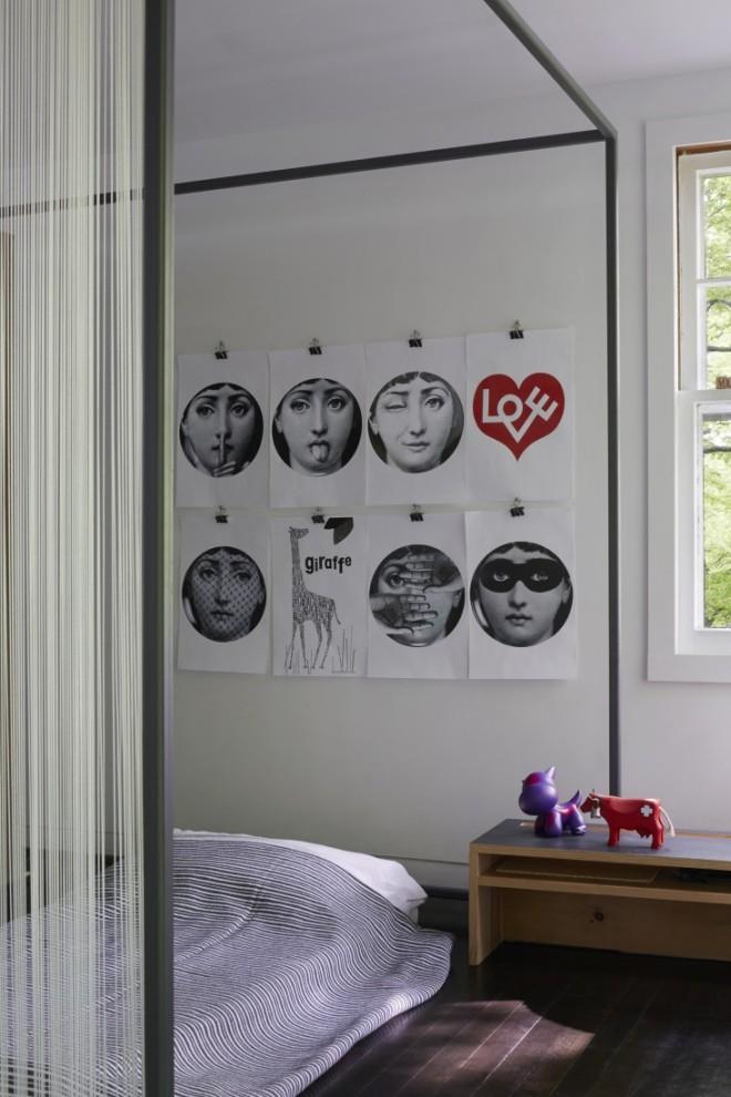 Detalle del dormitorio infantil con dibujos de Fornasetti.