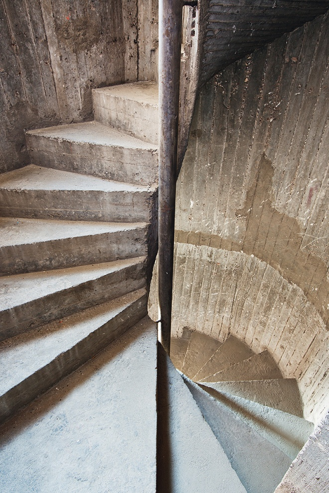 Escalera de caracol que sube a la azotea