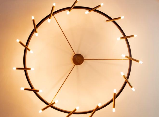 Vista de la lámpara del comedor desde abajo.