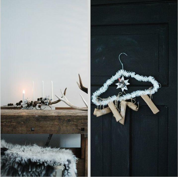 Una percha forrada, unas velas, elementos vegetales.