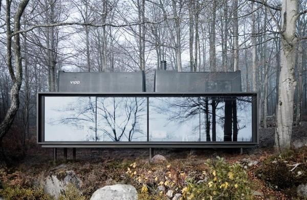 El exterior se mimetiza con los colores de su entorno, reflejando el paisaje que tiene a su alrededor.