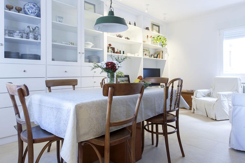 El mueble fue diseñado y hecho a medida según las necesidades de los propietarios.