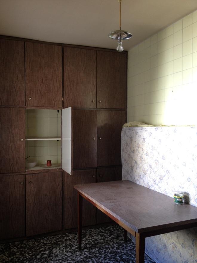 Zona estar adyacente a la cocina. Se derribó un tabique para dar luz y amplitud a la zona.